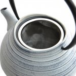 Заварочный чайник чугунный Studio BergHOFF белый с полосками 1,1 л